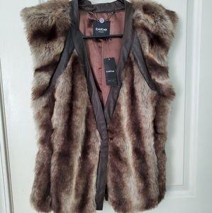 Bebe fur vest
